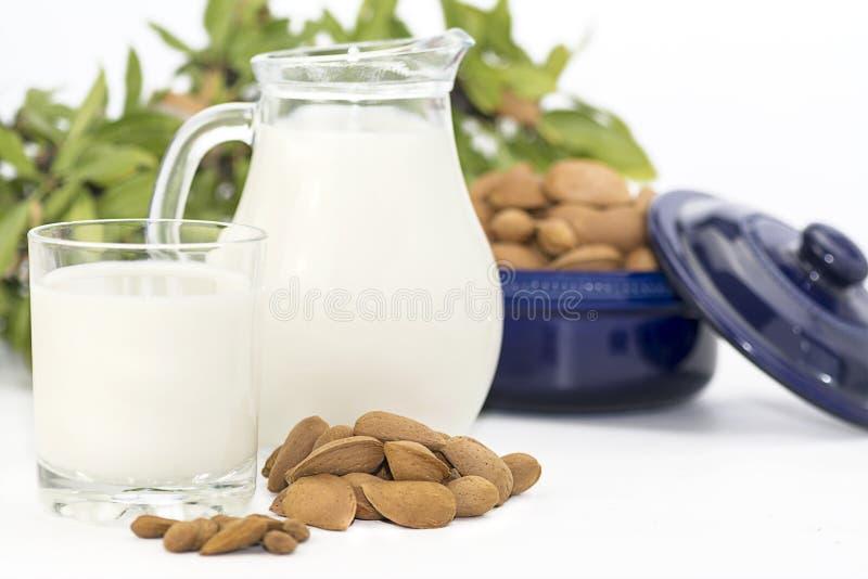 Mandeln mjölkar royaltyfri fotografi