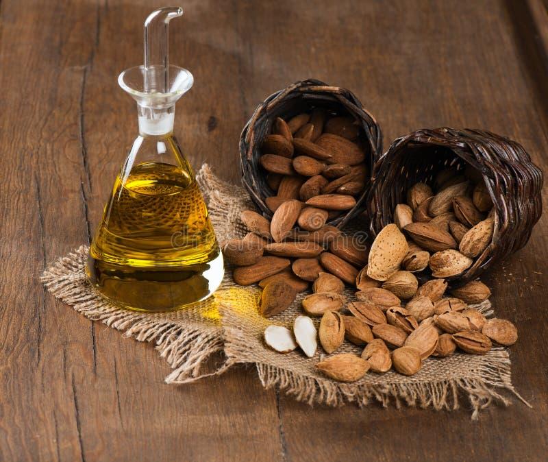 Mandeln und Mandelöl lizenzfreies stockbild