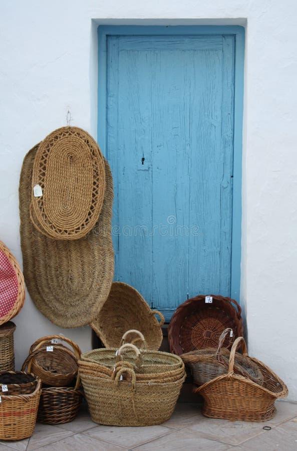 Manden en Matten voor Verkoop (Spanje) royalty-vrije stock foto's