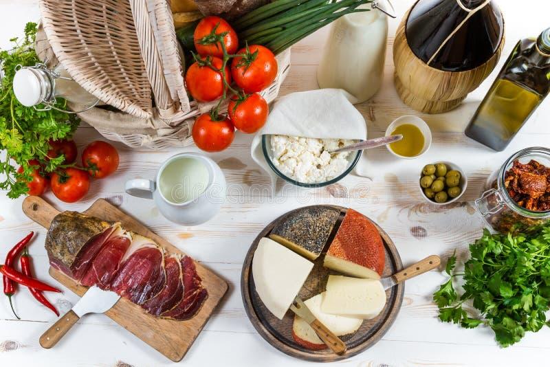 Mandhoogtepunt van groenten en divers vers product stock afbeelding