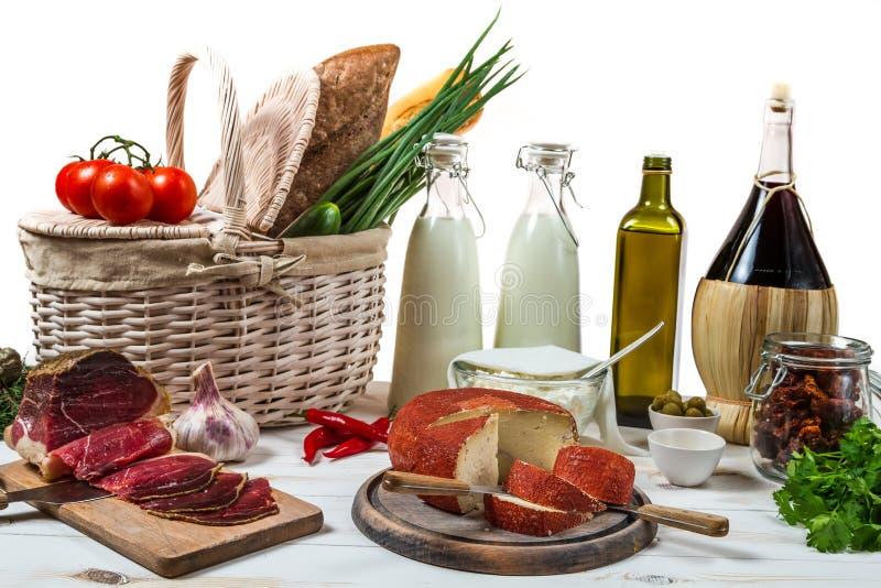 Mandhoogtepunt van verse groenten en ham stock foto