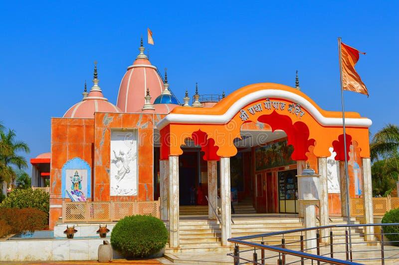 Mandir ISKCON Aravade, Tasgaon de Shree Radha Gopal cerca de Sangli fotos de archivo