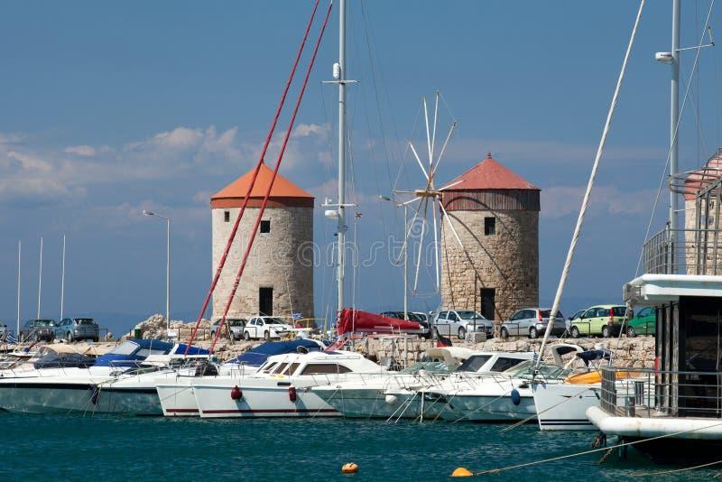 Mandraki hamn i den Dodecanese ön av Rhodes, royaltyfri bild