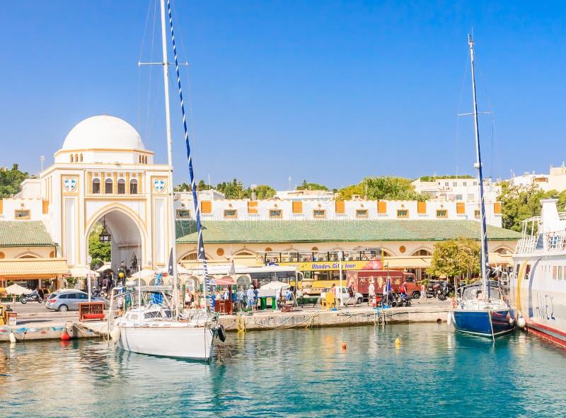 Mandraki port och ny marknad Rhodes ö Grekland fotografering för bildbyråer