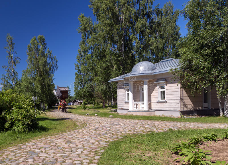 Mandrogi ryska bydragningar i Verkhniye Mandrogi arkivbilder