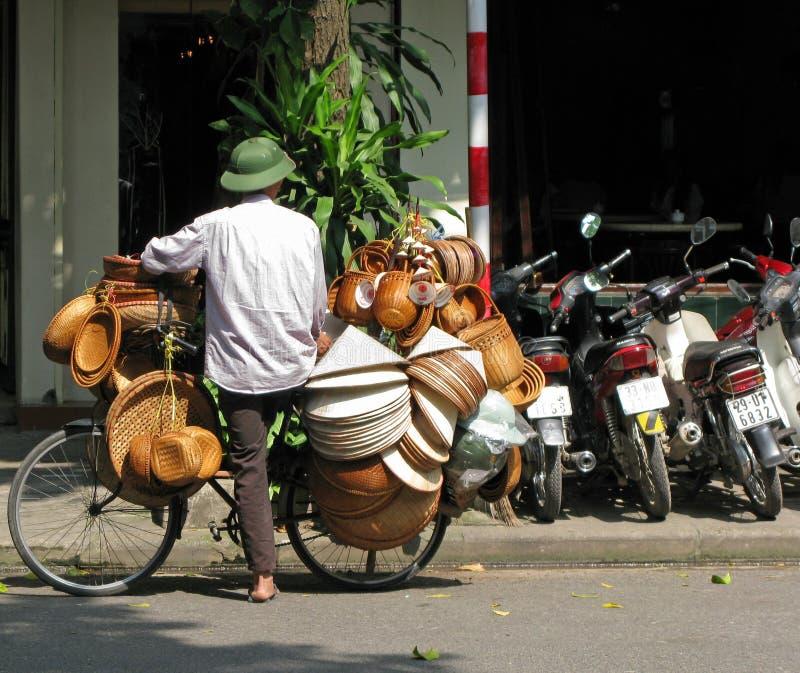 Mandverkoper in Hanoi, Vietnam stock foto