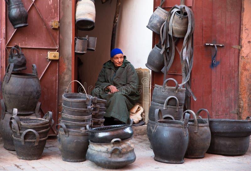 Download Mandverkoper in Marrakech redactionele stock afbeelding. Afbeelding bestaande uit verkoper - 39112474