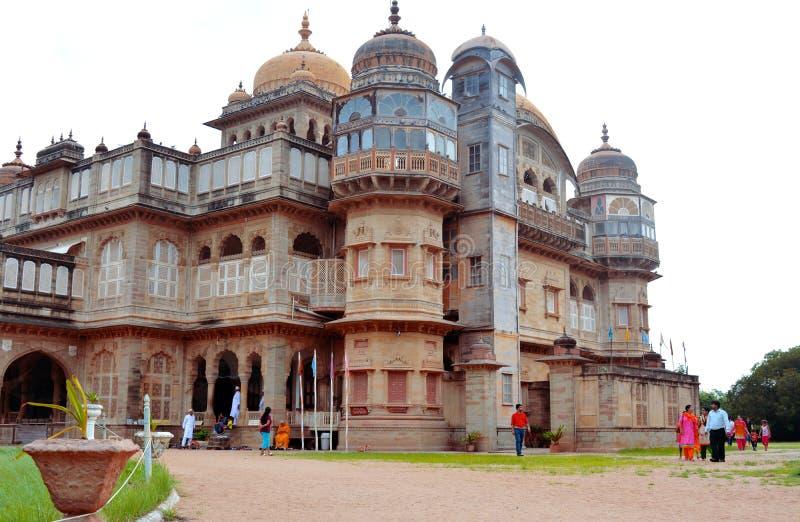 MANDVI GUJARAT, INDIEN - DECEMBER 21, 2013: Vijay Vilas Palace arkivbilder