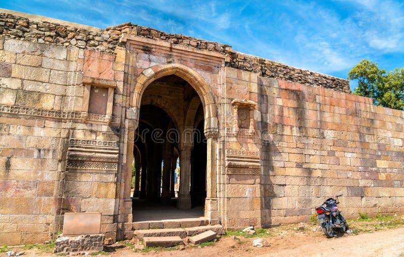Mandvi parkerar det beställnings- huset på arkeologiska Champaner-Pavagadh - Gujarat, Indien royaltyfri fotografi