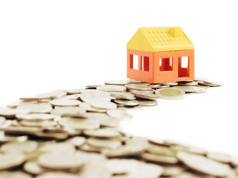A maneira de dinheiros de modelar a casa, conceito do negócio foto de stock royalty free
