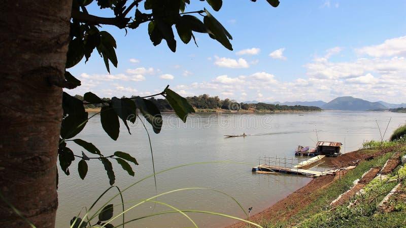 Maneira de vida pelo lado de Mekong River imagens de stock