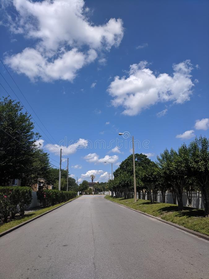 A maneira dianteira está em uma estrada imagens de stock royalty free