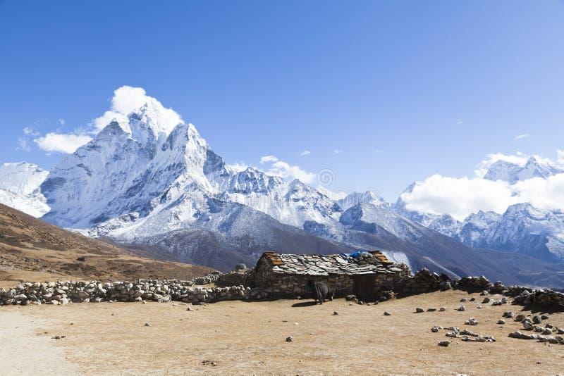 Maneira espetacular ao acampamento base de Everest, vale de Khumbu, parque nacional de Sagarmatha, himalayas nepaleses fotografia de stock
