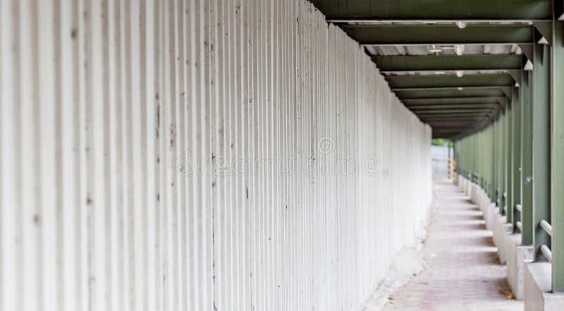 Maneira lateral branca no canteiro de obras fotos de stock