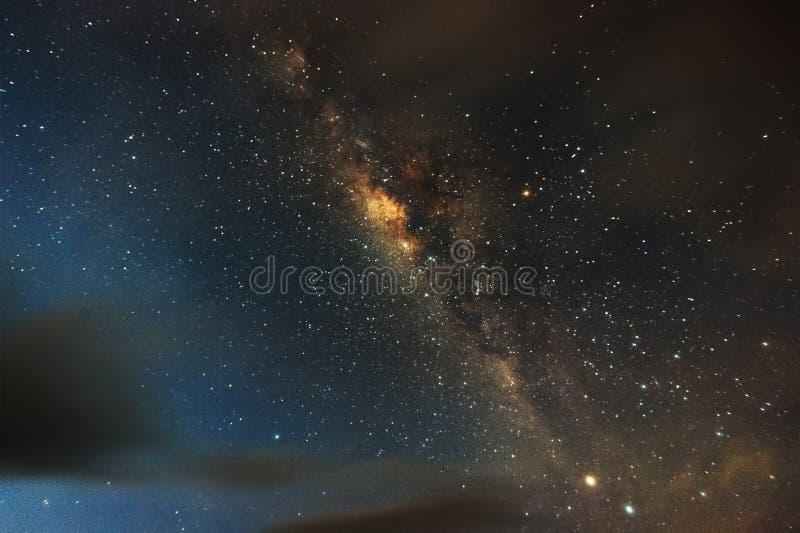 A maneira leitosa Nossa galáxia Fotografia longa da exposição dos indones imagens de stock royalty free