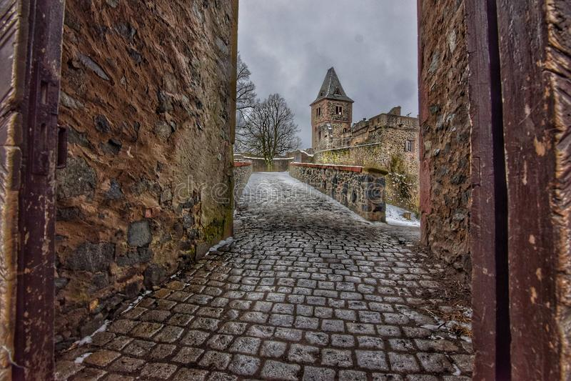 A maneira longa de fortificar o frankenstein imagens de stock