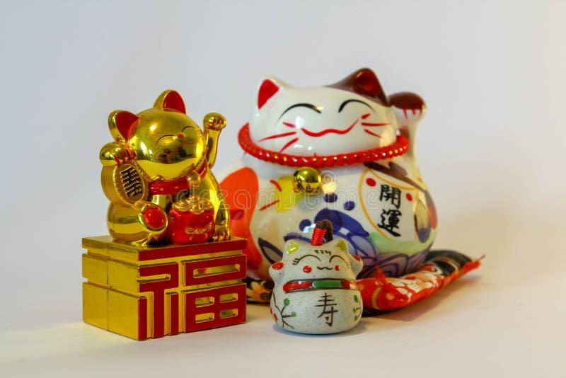 Maneki Neko - японский приветствующий кот стоковые фото
