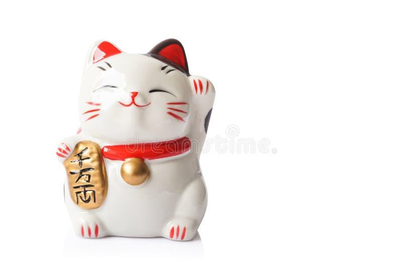 Maneki Neko ceramiczny japoński szczęsliwy kot odizolowywający na białym backgro fotografia royalty free