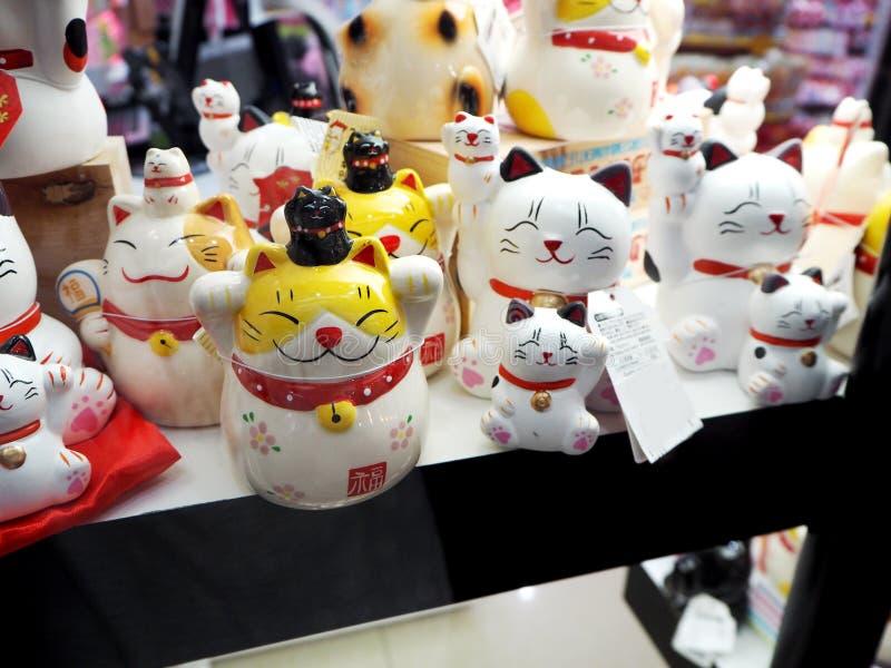 Maneki-neko kotów śliczna szczęsliwa maskotka japończyk obraz stock