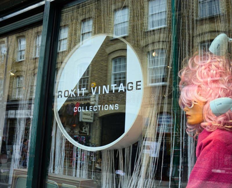 Manequim da janela da loja da forma do vintage imagens de stock