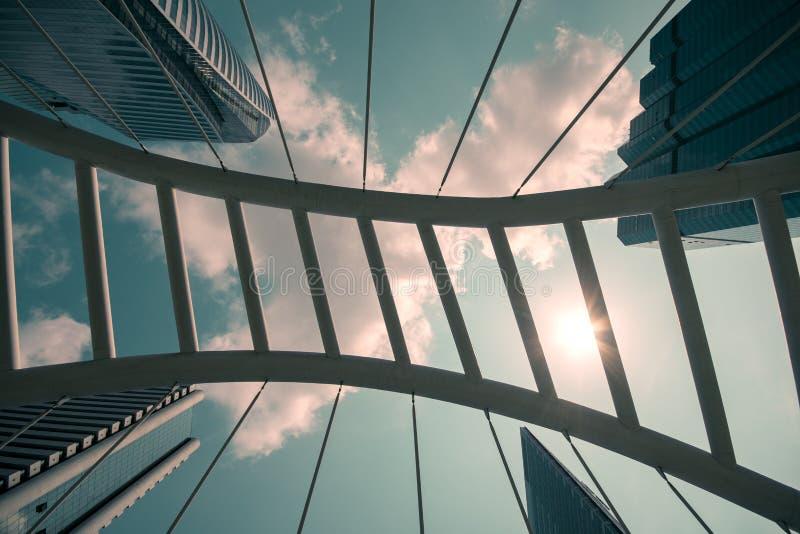 Manera abstracta del paseo del architechture en distrito de oficina de negocios foto de archivo libre de regalías
