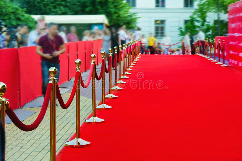 Manera al éxito en la alfombra roja (cuerda de la barrera) imagenes de archivo