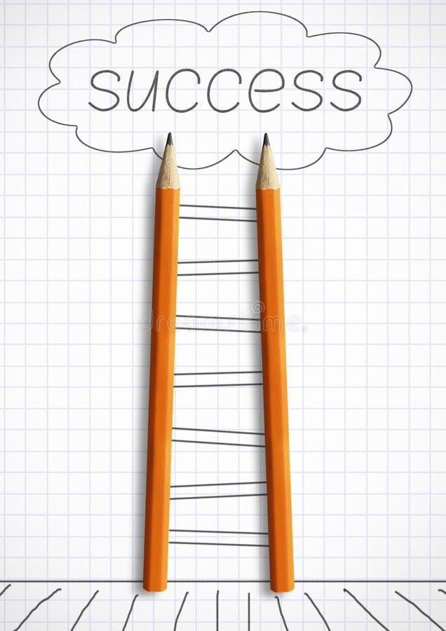 Manera al concepto creativo del éxito, escalera del lápiz con paso pintado fotos de archivo libres de regalías