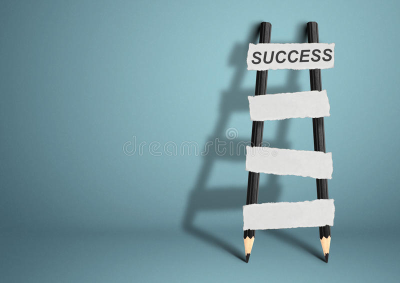 Manera al concepto del éxito, escalera con las escaleras en blanco, SP del lápiz de la copia imágenes de archivo libres de regalías