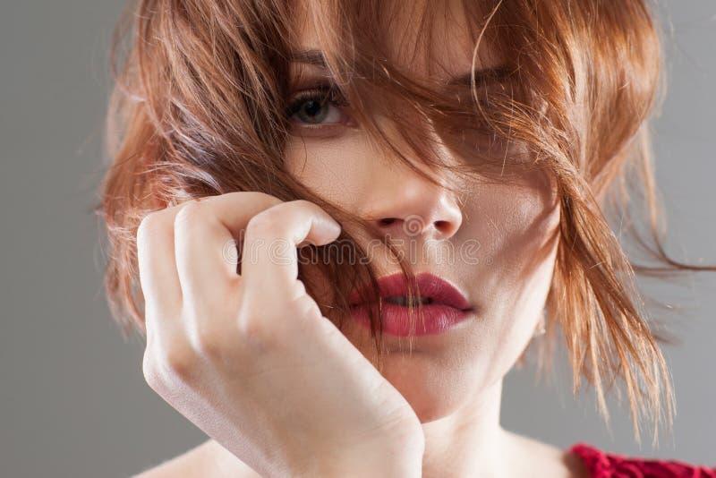 Manera creativa Publicidad del peinado de la belleza imagen de archivo