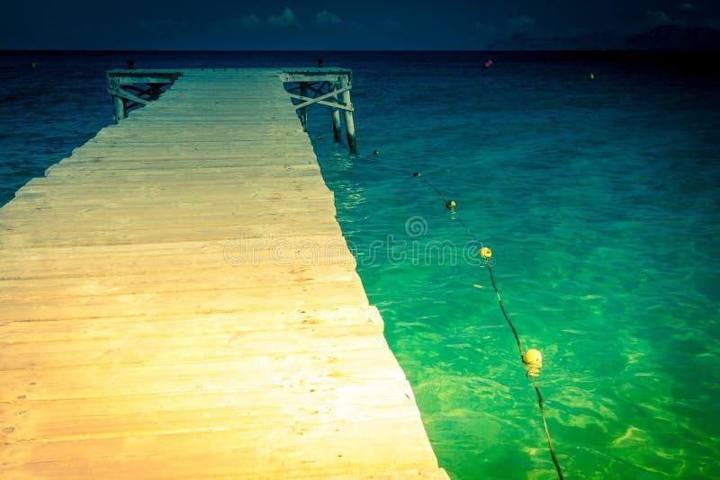 Manera de madera en el mar fotografía de archivo libre de regalías