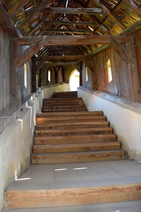 Manera a la iglesia fortificada Biertan, Transilvania foto de archivo libre de regalías