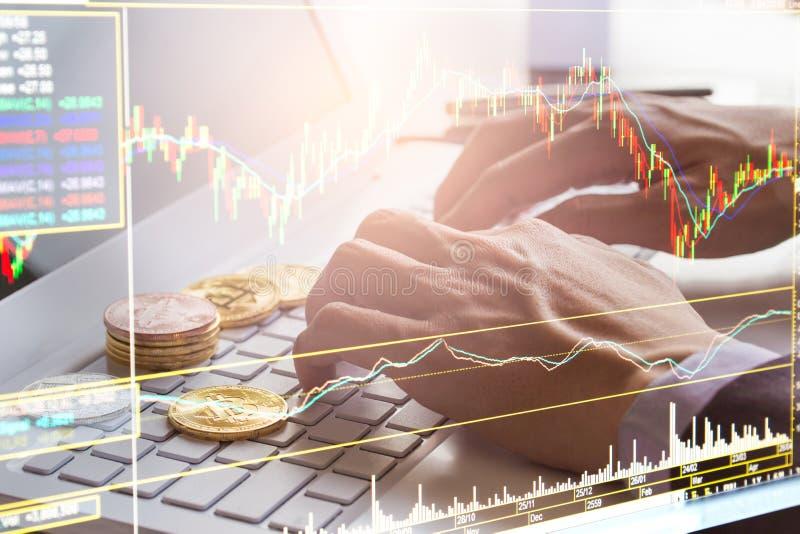 Manera moderna de intercambio Bitcoin es pago conveniente en mercado de la economía global Moneda digital virtual e inversión fin imagen de archivo