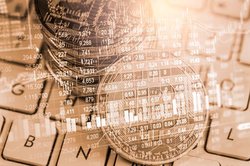Manera moderna de intercambio Bitcoin es pago conveniente en mercado de la econom?a global Moneda digital virtual e inversi?n fin fotografía de archivo