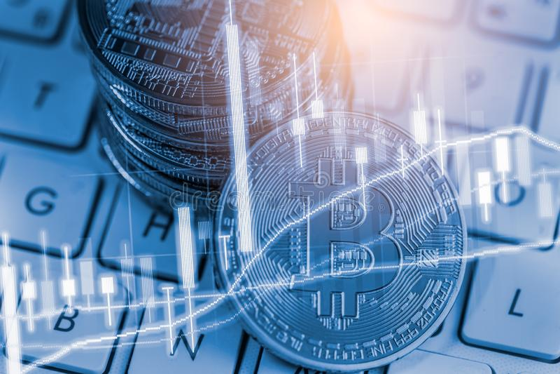 Manera moderna de intercambio Bitcoin es pago conveniente en mercado de la econom?a global Moneda digital virtual e inversi?n fin fotografía de archivo libre de regalías