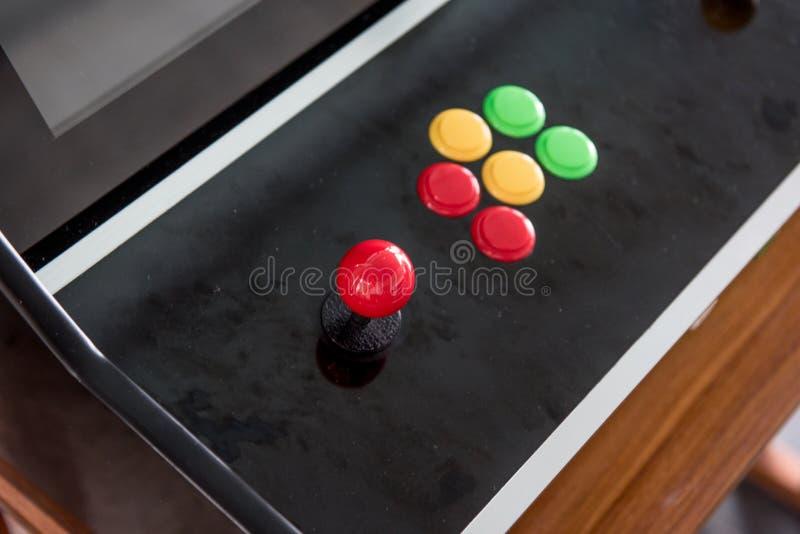 Manettes et divers boutons colorés photographie stock