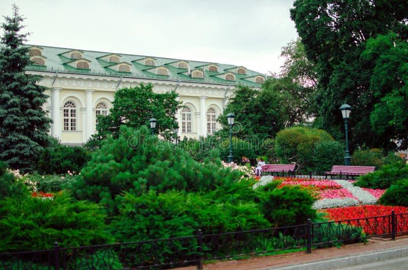 Manezhnaya广场的Alexandrovskiy庭院 库存图片