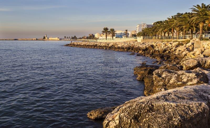 Manfredonia (Gargano) quand le jour arrive photographie stock libre de droits