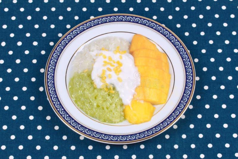 Manga dourada madura com verde e branco do arroz pegajoso fotos de stock royalty free