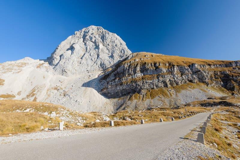 Mangart road, Slovenië stock foto