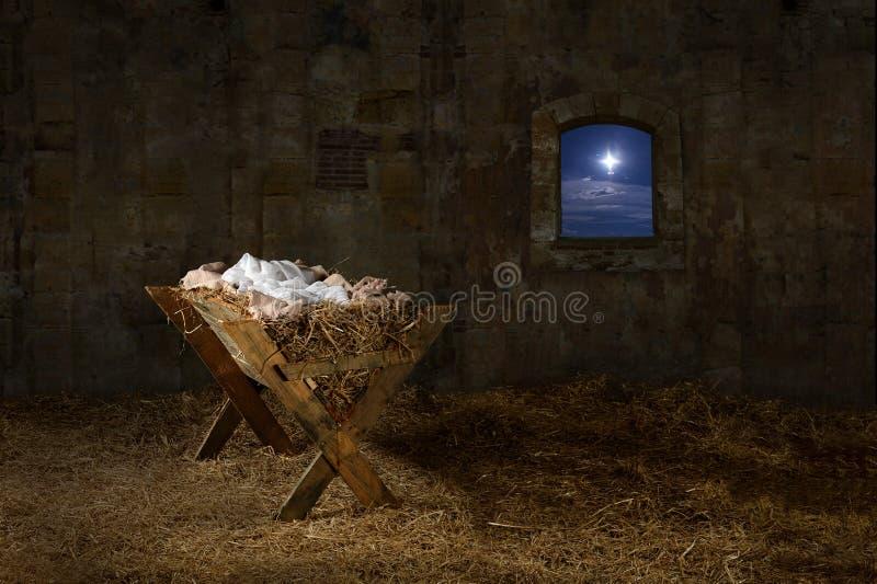 Manger dans la vieille grange avec la fenêtre images stock