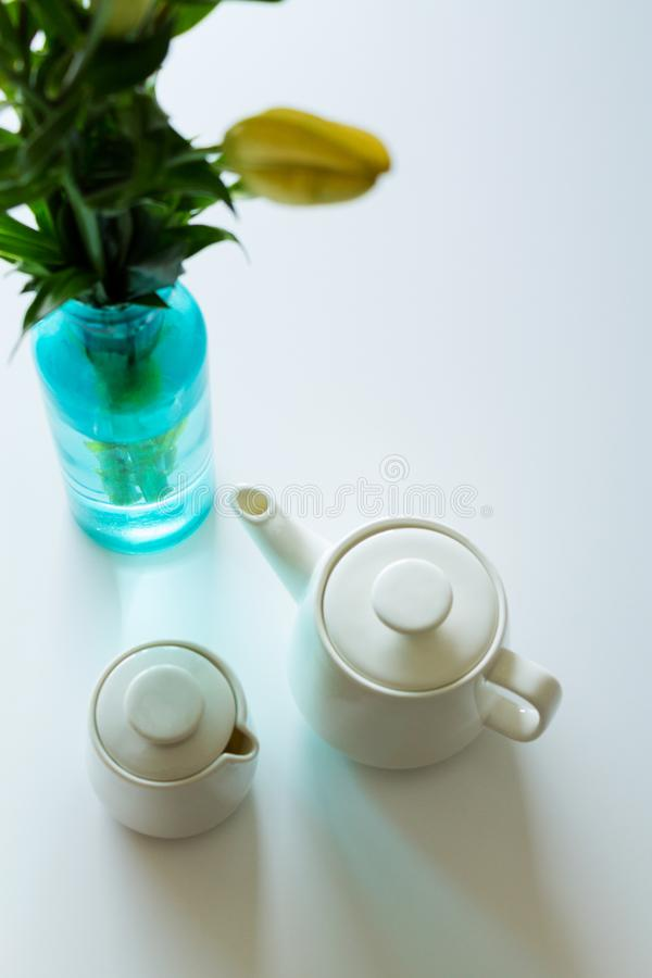 Manger du café de croissant de café photographie stock