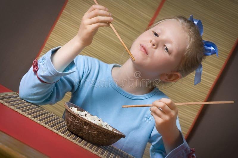 Manger du riz images libres de droits