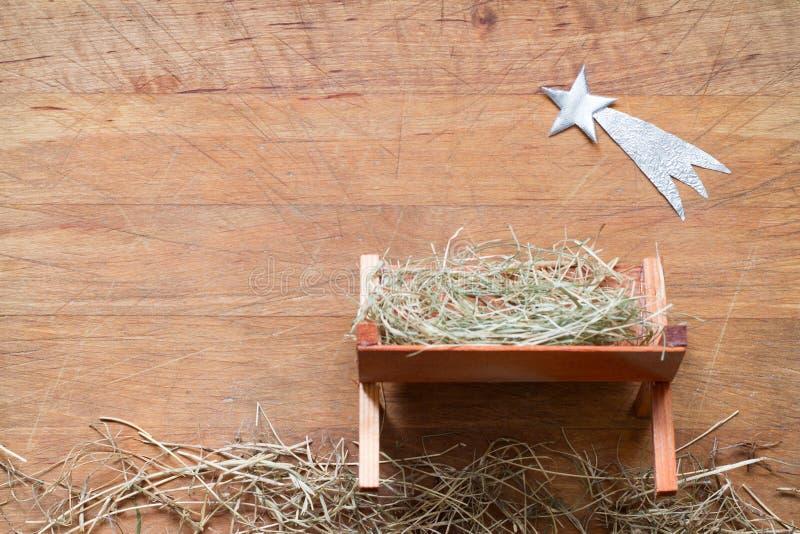 Manger e stella della scena di natività del fondo di natale di abstracy di Betlemme sul bordo di legno immagine stock libera da diritti