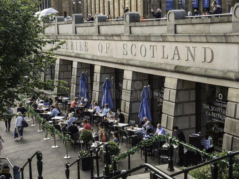 Mangiando alle gallerie della Scozia Edimburgo fotografie stock