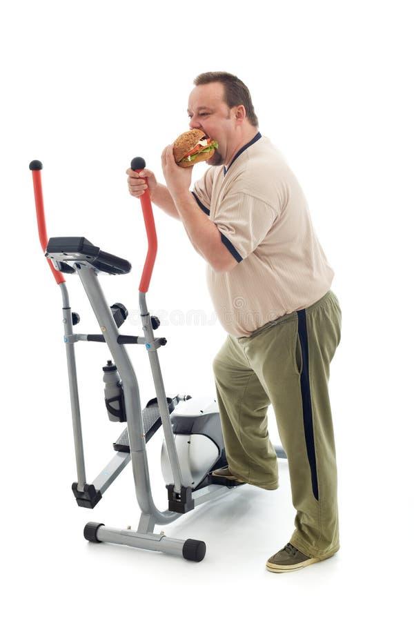 Mangiatore di uomini di peso eccessivo da un'unità di esercitazione immagine stock