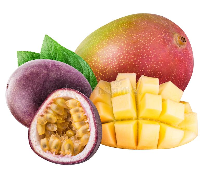 Mango en passievrucht op witte achtergrond wordt geïsoleerd die royalty-vrije stock afbeeldingen