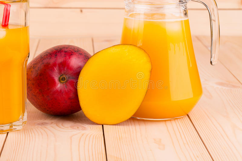Mango i sok zdjęcia stock