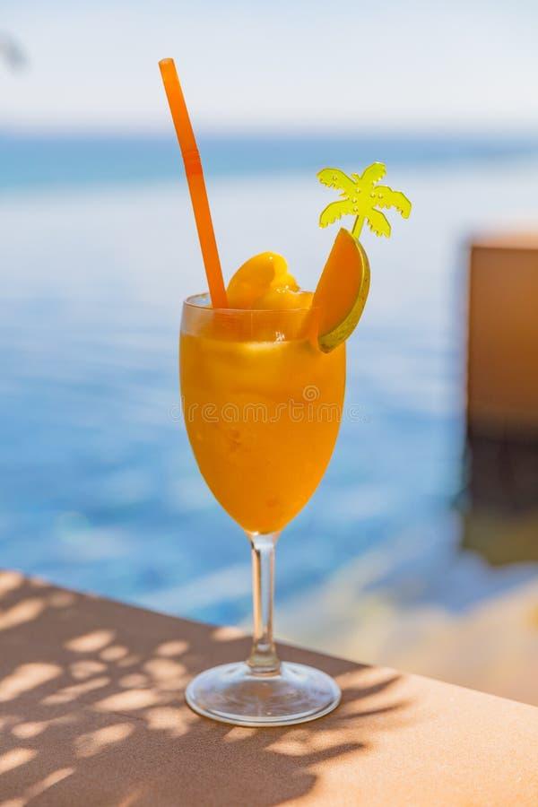 Mango Juice In Glass At Poolside stockbild