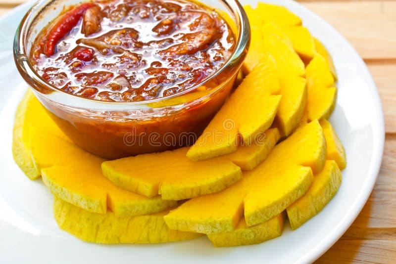 Mango met de Zoete Saus van Vissen stock fotografie