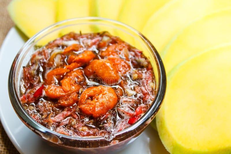 Mango met een zoete saus en een garnaal royalty-vrije stock afbeelding